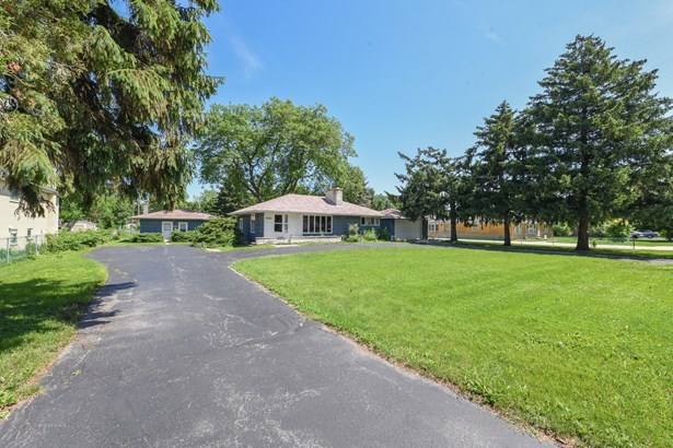 Detached Single - Countryside, IL (photo 2)