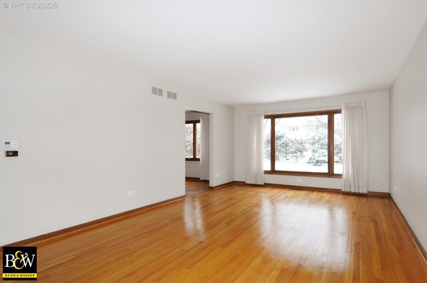 Traditional, Detached Single - Willowbrook, IL (photo 2)