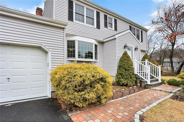 15 Lull Water Road, Trumbull, CT - USA (photo 2)