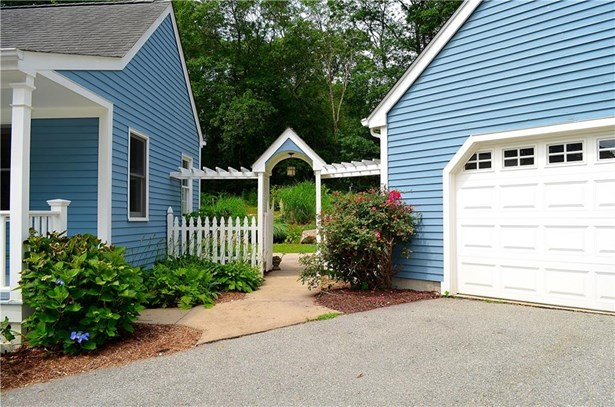 13 Goundry Drive, Waterford, CT - USA (photo 3)