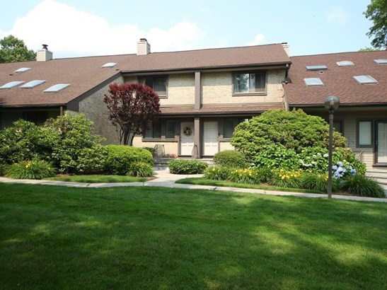 2437 Bedford Street A13, Stamford, CT - USA (photo 1)