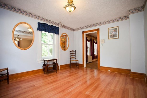 24 Matteson Av, West Warwick, RI - USA (photo 4)