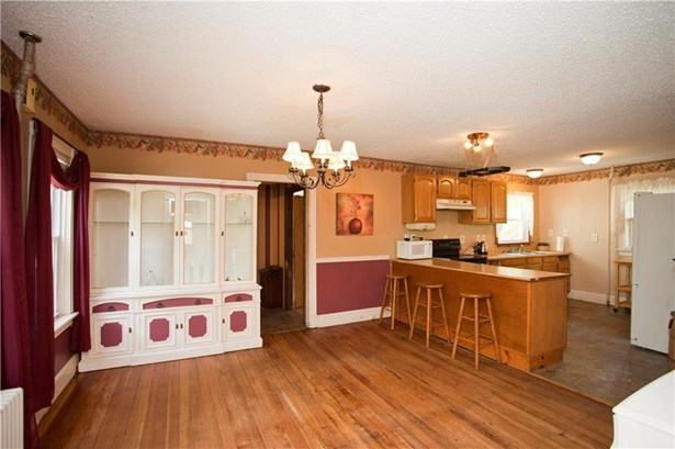 24 Matteson Av, West Warwick, RI - USA (photo 5)