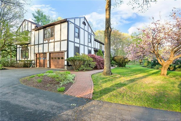 6 Whitefield Drive, Trumbull, CT - USA (photo 1)