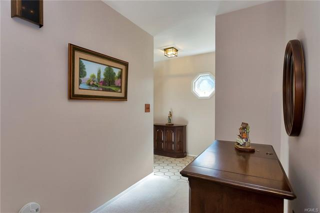 108 Village Road A, Yorktown Heights, NY - USA (photo 4)