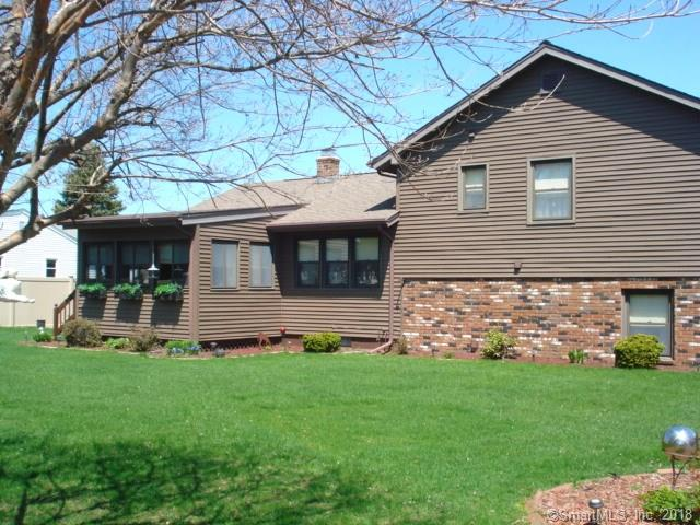 12 Maple Court, Waterford, CT - USA (photo 2)