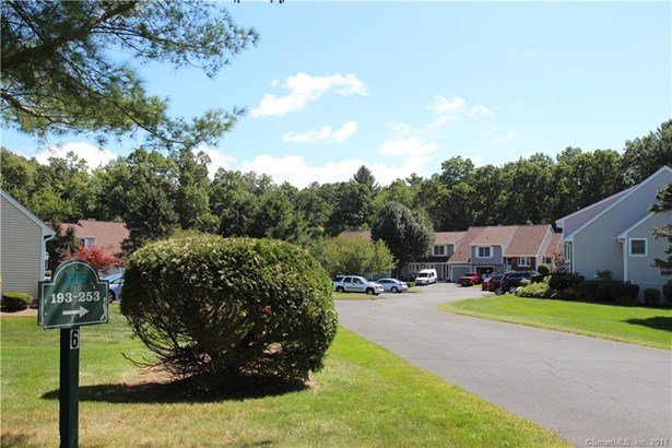 241 The Meadows 241, Enfield, CT - USA (photo 3)