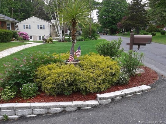 8 Frisbie Street, New Fairfield, CT - USA (photo 2)