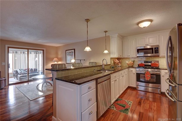 131 Oak Forest Drive 1, Manchester, CT - USA (photo 2)