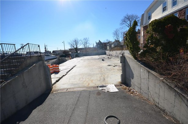 215 Charles Street, Bridgeport, CT - USA (photo 4)