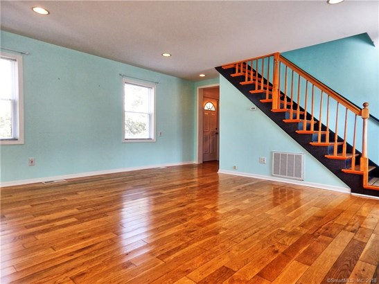 53 Andrews Avenue, Milford, CT - USA (photo 5)