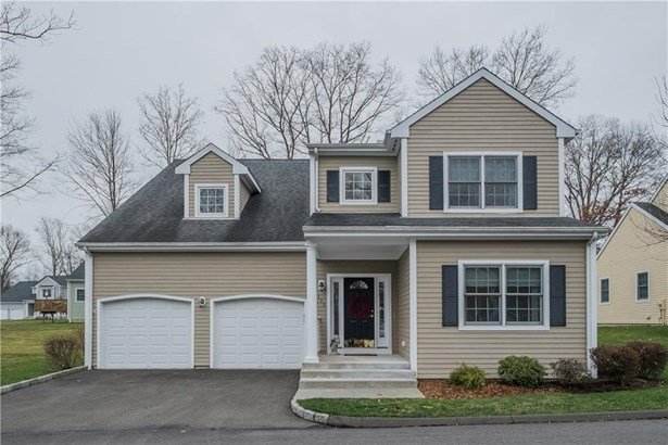 290 Maple Oak Drive 290, Stratford, CT - USA (photo 2)