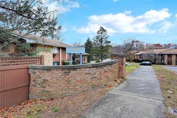 105 Kennedy Drive 105, Bridgeport, CT - USA (photo 1)