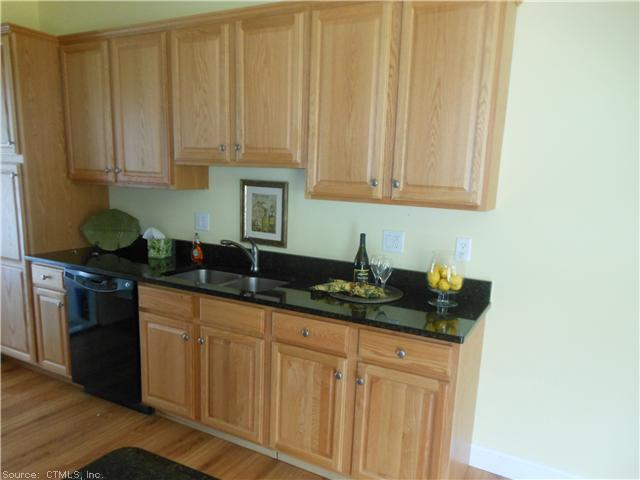 317 Folly Brook Boulevard Unit #9, Wethersfield, CT - USA (photo 5)