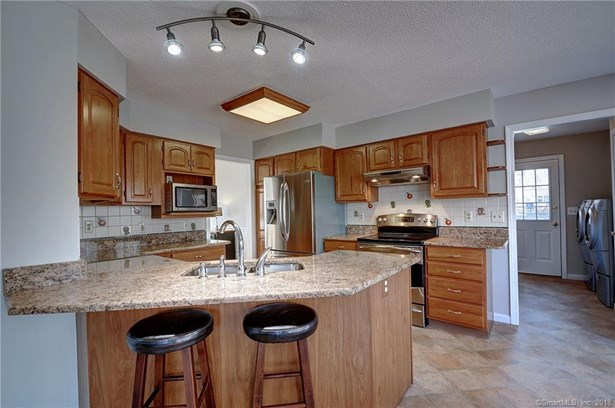 48 Amherst Drive, Manchester, CT - USA (photo 3)