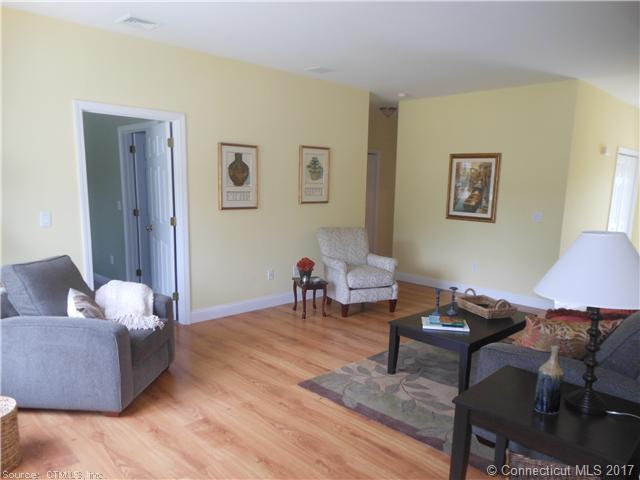 305 Folly Brook Boulevard Unit #9, Wethersfield, CT - USA (photo 4)