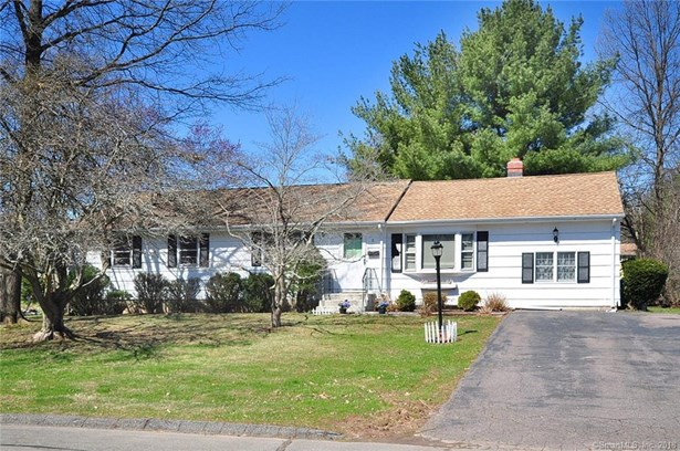 11 Brewer Drive, Bloomfield, CT - USA (photo 1)