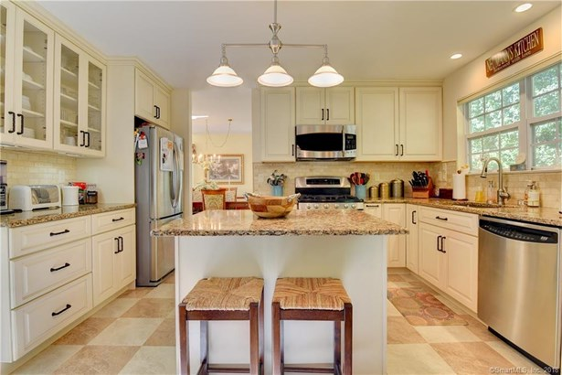 189 Lookout Hill Road, Milford, CT - USA (photo 4)