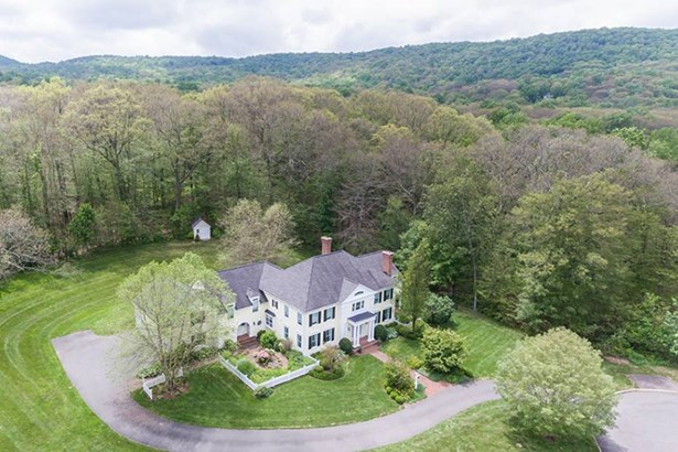 45 Whispering Hollow Court, Cheshire, CT - USA (photo 4)