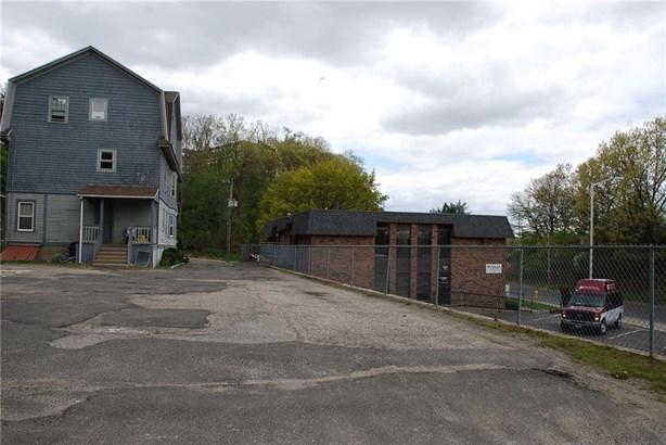 25 Robbins Street, Waterbury, CT - USA (photo 4)