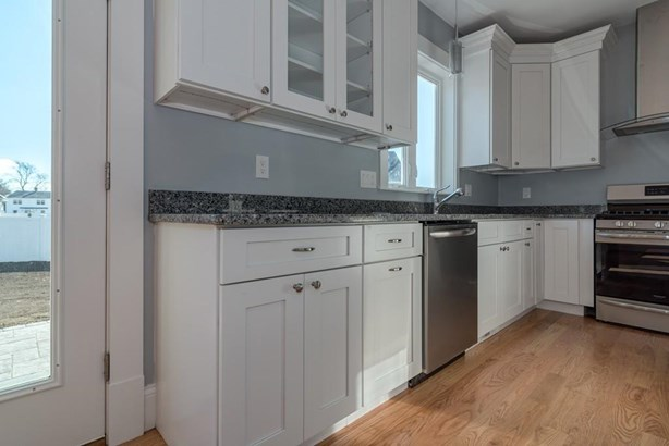 32 Hoover Ave, Quincy, MA - USA (photo 3)
