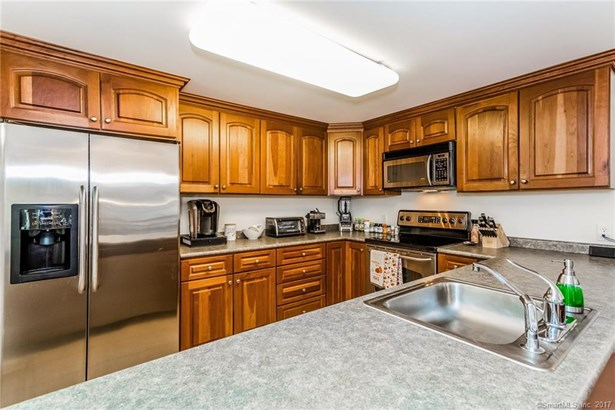 3250 Fairfield Avenue 215, Bridgeport, CT - USA (photo 4)