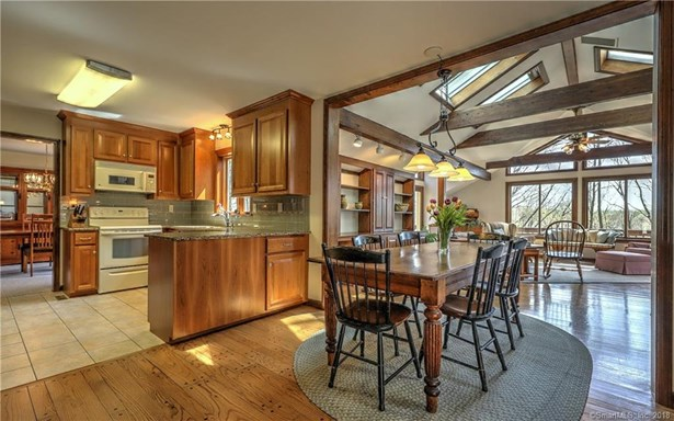 200 Porters Hill Road, Trumbull, CT - USA (photo 2)