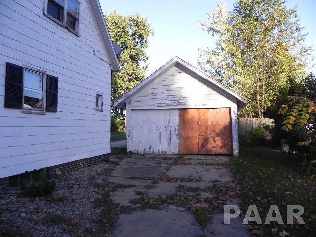 1.5 Story, Single Family - Minier, IL (photo 2)