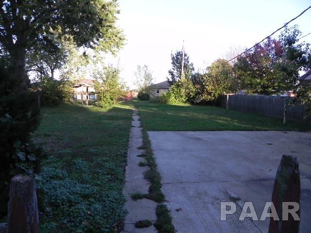 1.5 Story, Single Family - Minier, IL (photo 3)