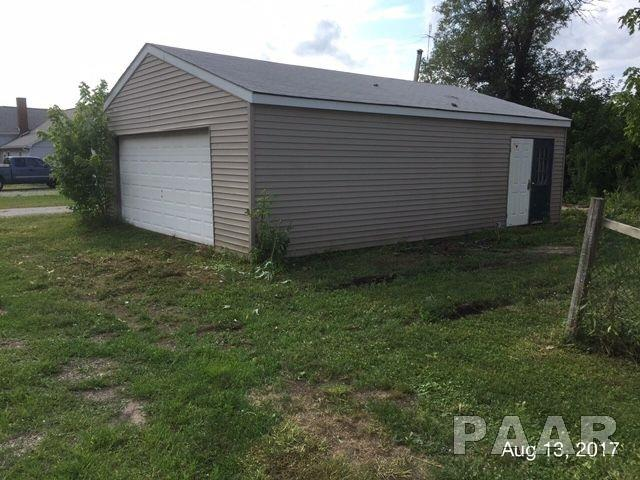 2 Story, Single Family - Lewistown, IL (photo 2)