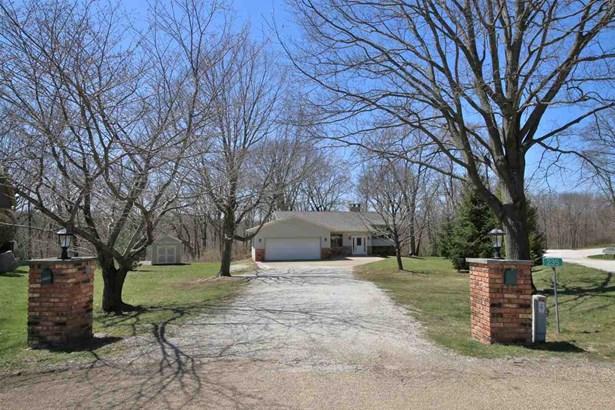 Tri-Level/3-Level, Single Family - Germantown Hills, IL (photo 3)