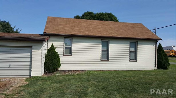 1.5 Story, Single Family - Cuba, IL (photo 4)