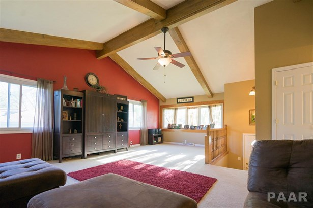Split Foyer, Single Family - Germantown Hills, IL (photo 3)