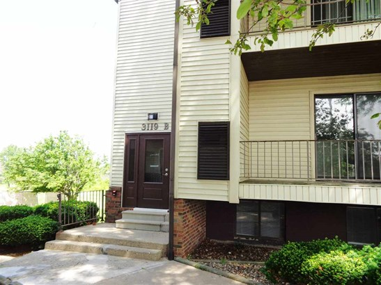 Raised Ranch, Attached Single Family - Peoria, IL