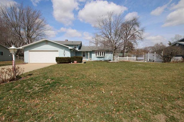 Tri-Level/3-Level, Single Family - Chillicothe, IL (photo 3)
