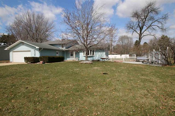 Tri-Level/3-Level, Single Family - Chillicothe, IL (photo 4)
