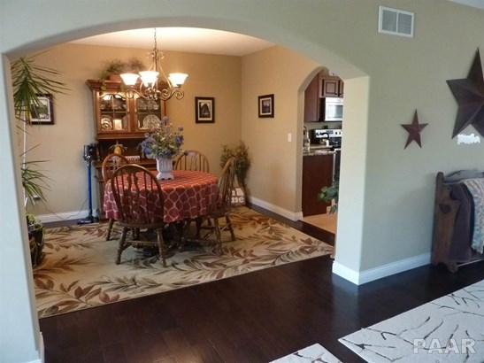2 Story, Single Family - Germantown Hills, IL (photo 3)