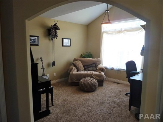 2 Story, Single Family - Germantown Hills, IL (photo 4)