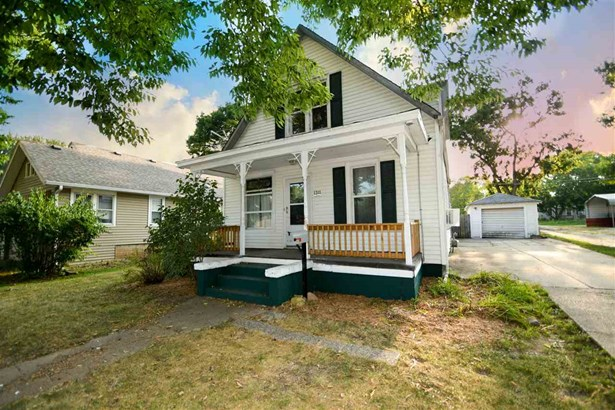 2 Story, Single Family - Chillicothe, IL