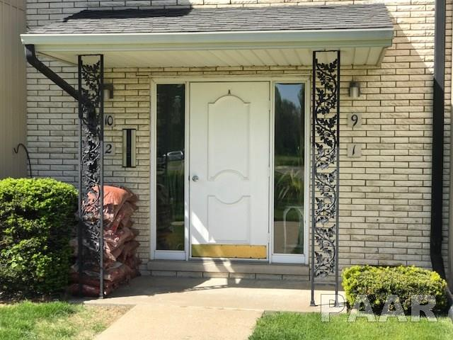 Attached Single Family, Other Style - Pekin, IL (photo 3)