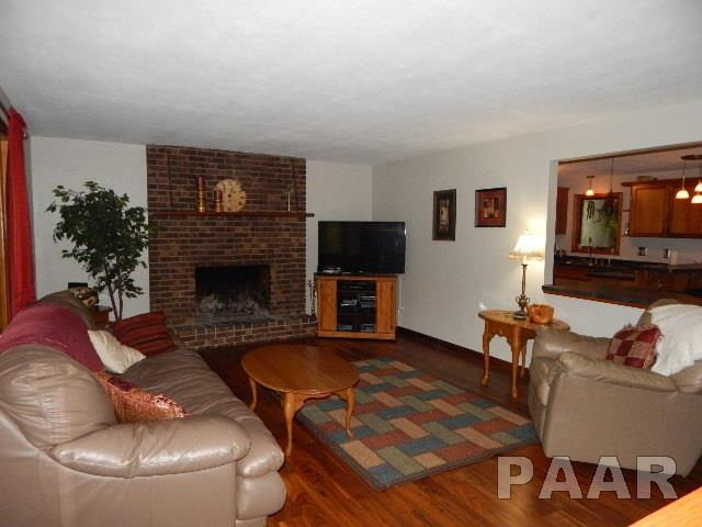 Tri-Level/3-Level, Single Family - GROVELAND, IL (photo 3)