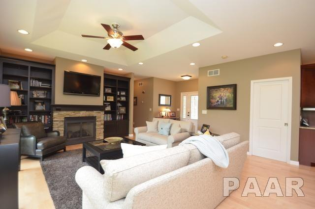 Ranch, Single Family - East Peoria, IL (photo 4)