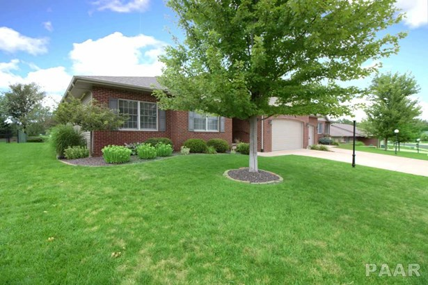 Attached Single Family, Ranch - Peoria, IL (photo 2)