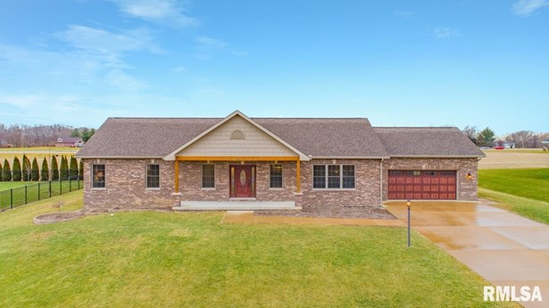 Ranch, Single Family - Germantown Hills, IL