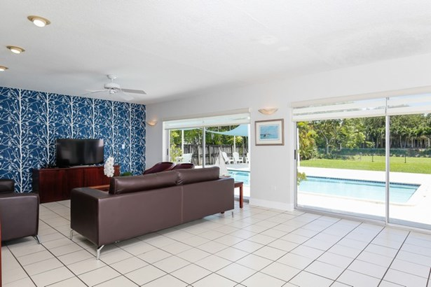 Living Room with Pool Views (photo 4)