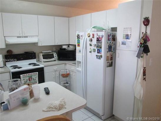 2730 W 70th St  , Hialeah, FL - USA (photo 5)