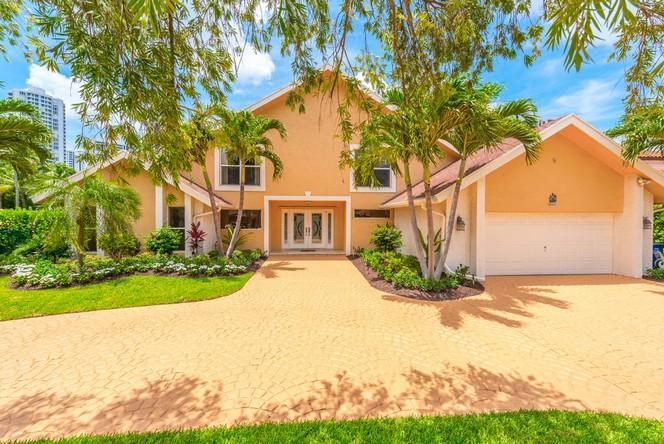 413  Holiday Drive  , Hallandale, FL - USA (photo 1)
