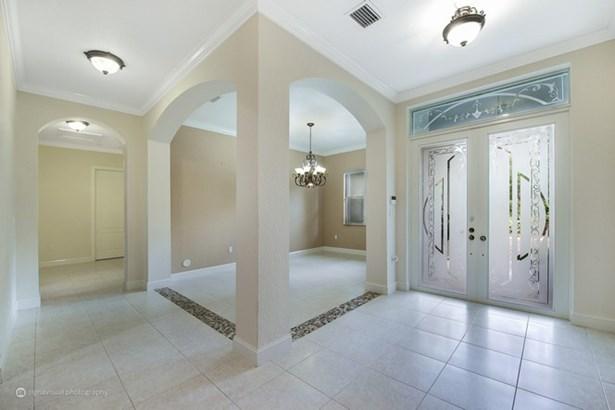Dinning Room & Entrance (photo 4)