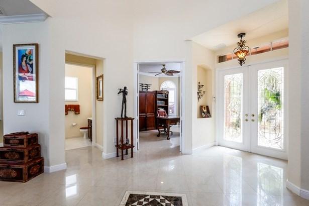 Foyer entrance  (photo 5)