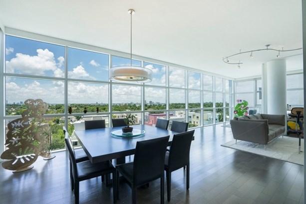 Living Room (Angle) (photo 3)